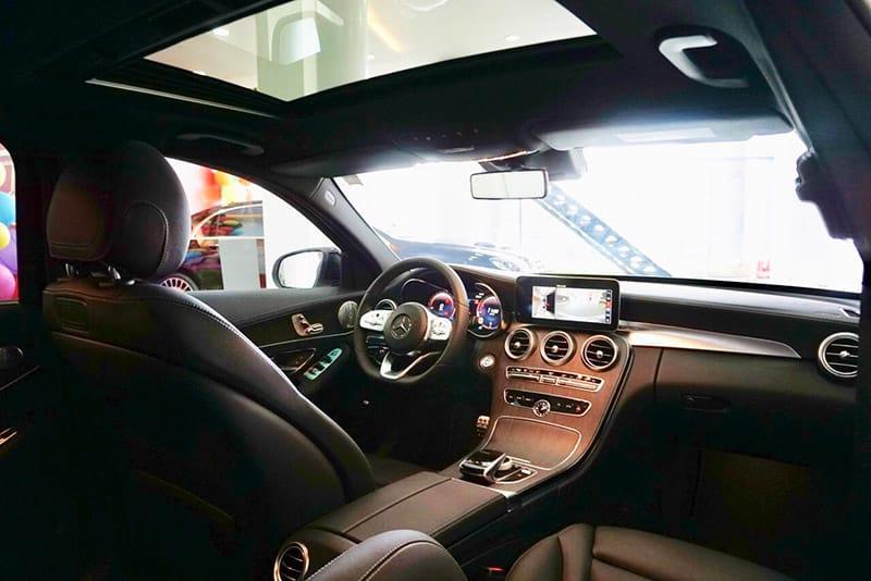 không gian nội thất xe mercedes c300 amg