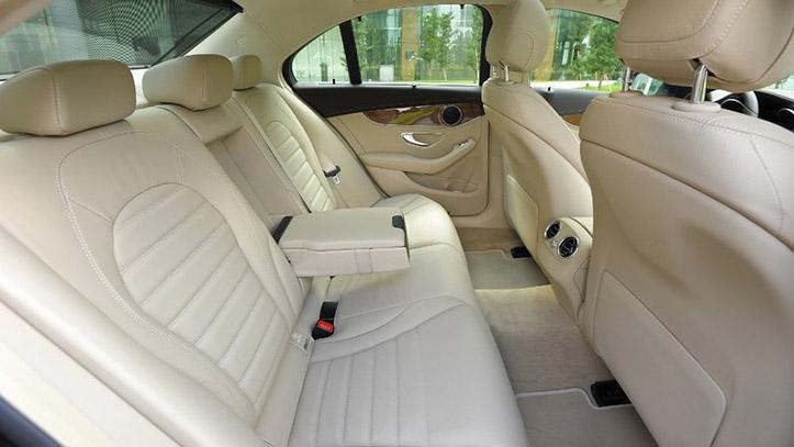ghế ngồi phía sau mercedes c250