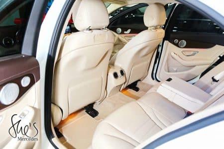 không gian phía sau xe Mercedes C200 Exclusive