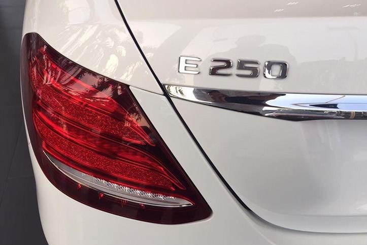 đèn hậu xe mercedes e250