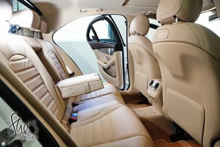 Nội thất sau xe Mercedes C200 Exclusive