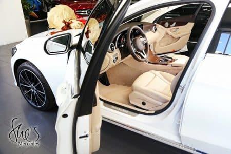 nọi thất trước xe Mercedes C200 Exclusive