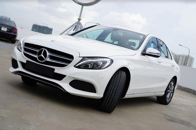 Giữa Camry 2.5Q và Mercedes C200 nên mua xe nào?
