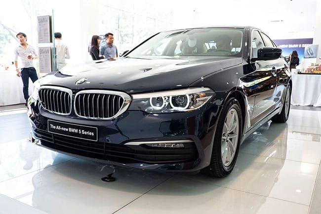 Giá lăn bánh xe BMW 520i 2019