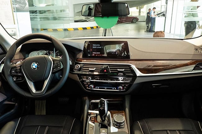 Thiết kế nội thất của xe BMW 520i