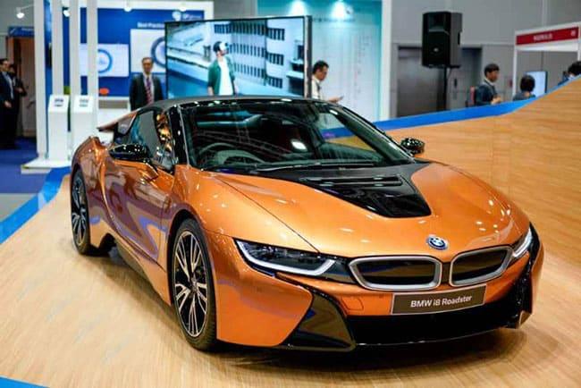 Thiết kế nội ngoại thất ảnh hưởng đến giá xe BMW i8